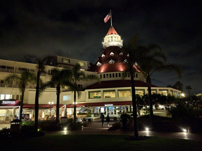 hotel del at night