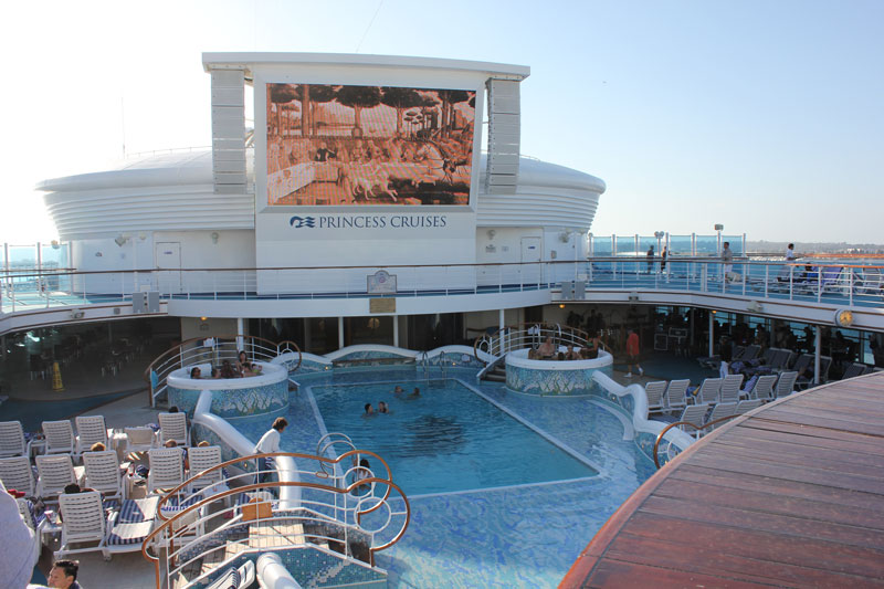 golden princess main pool
